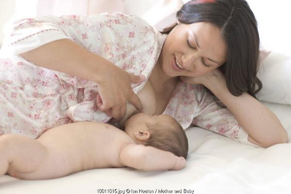 Tips Menyusui Bayi di Malam Hari