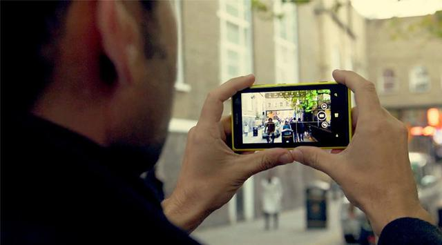 merekam video smartphone