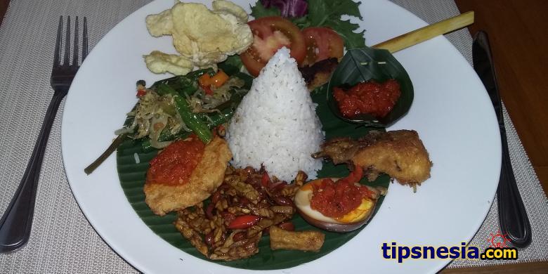 nasi megibung bali