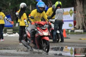 tips-berkendara-motor-saat-musim-hujan